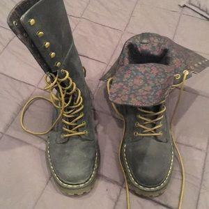 Doc Martens high top combat boots - US8 UK7 eu41